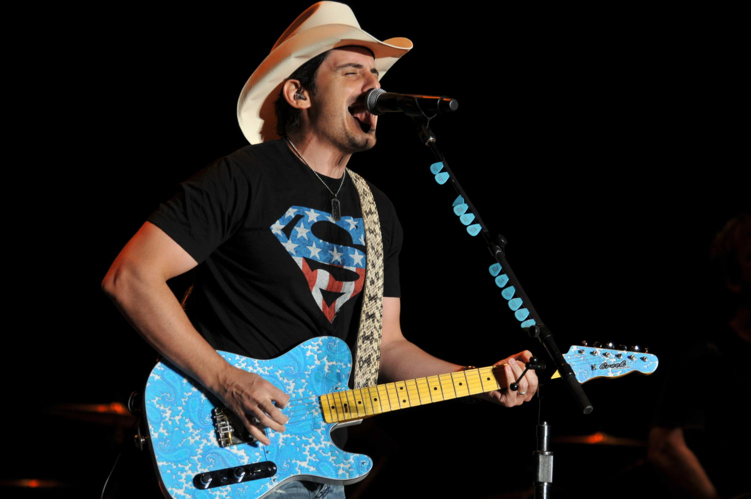 110908-N-DG679-045 MAYPORT, Fla. (Sept. 8, 2011) Country music star Brad Paisley performs to more than 11,000 members of the Naval Station Mayport community. (U.S. Navy photo by Mass Communication Specialist 1st Class Toiete Jackson/Released)